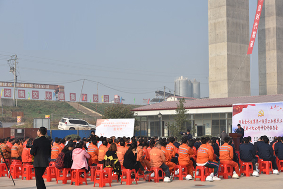 党代表龙秋亮建设一线宣讲党的十九大精神