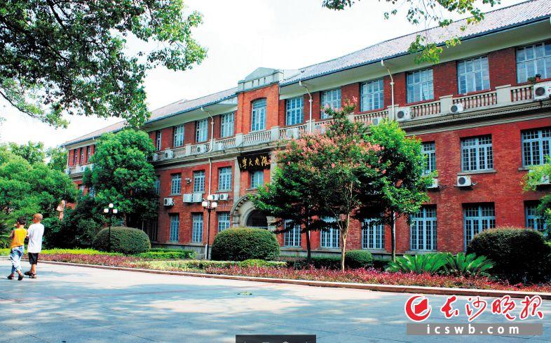 湖南大学中楼入选第三批历史建筑。 长沙晚报记者 邹麟 摄