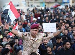 """伊拉克民众集会庆祝击败""""伊斯兰国"""""""