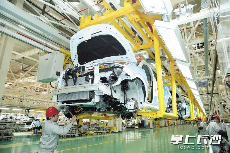 今天,长沙经开区猎豹汽车长沙公司投产暨新能源汽车CS9 EV下线。图为猎豹汽车长沙公司生产车间。 刘晓东 摄
