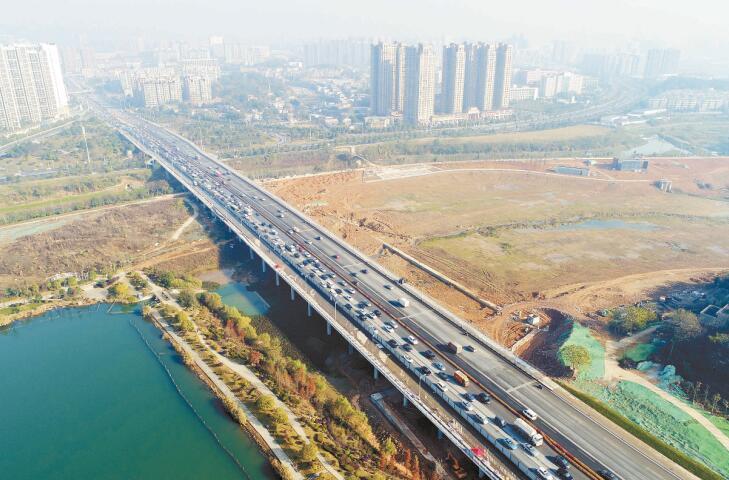 长沙西二环龙王港拓建大桥完成 双向10车道通行