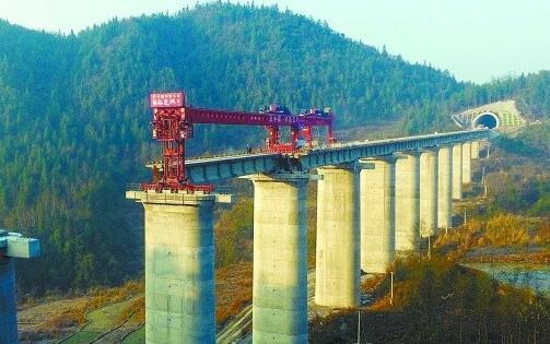 黔张常铁路预计2019年建成通车