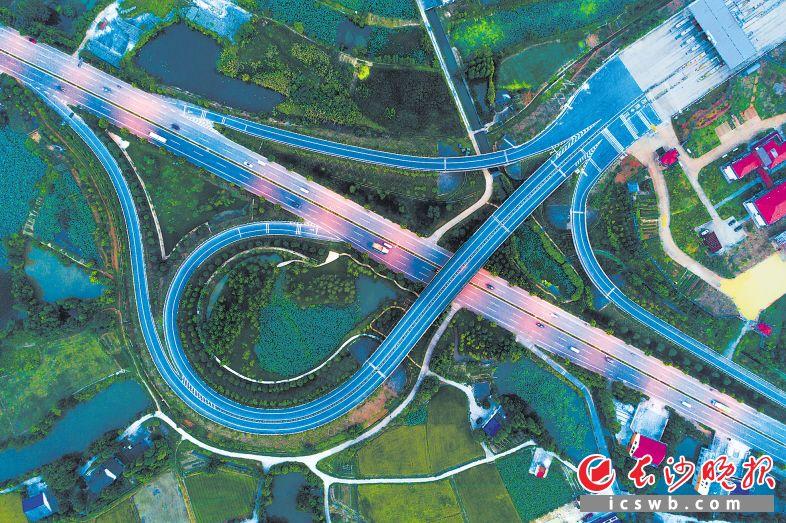 京港澳高速复线望城互通。程凯 摄