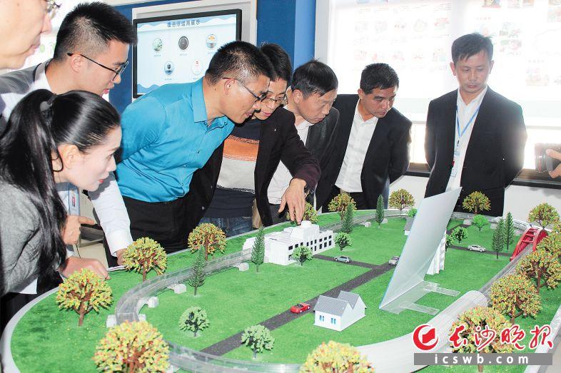 """以""""磁悬浮""""技术展示为主线的长沙县土岭社区科普e站,是长沙目前面积最大的科普e站示范点。"""