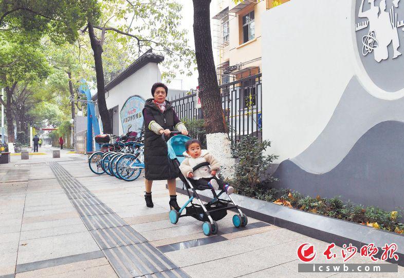 居民充分感受到都市园艺社区提质提档带来的便利与舒心。 周柏平 摄
