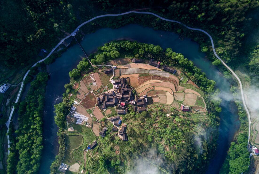 雷学业:传承民族建筑文化推进乡村振兴发展