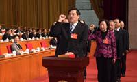 杜家毫许达哲分别率领新当选的国家工作人员向宪法宣誓