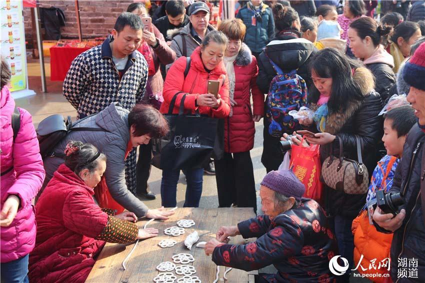 湖南郴州:古村年味浓 年会迎新春