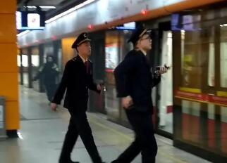广州地铁车厢冒烟!地铁遇到突发紧急事件如何处理?