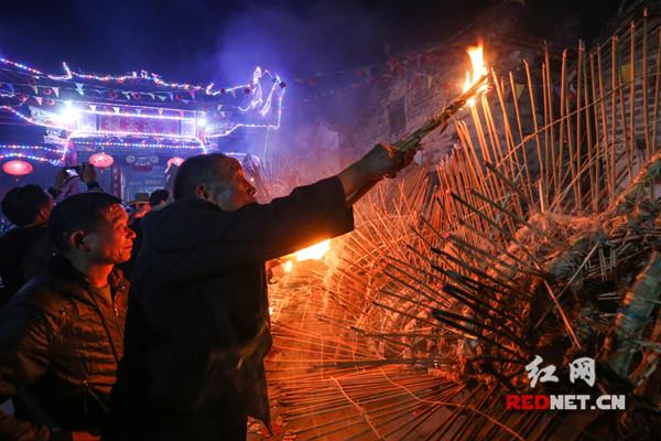 汝城县:108米香火长龙舞动闹新春