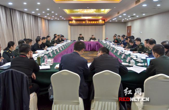 解放军代表团审议政府工作报告:加强国防教育 促进军民融合