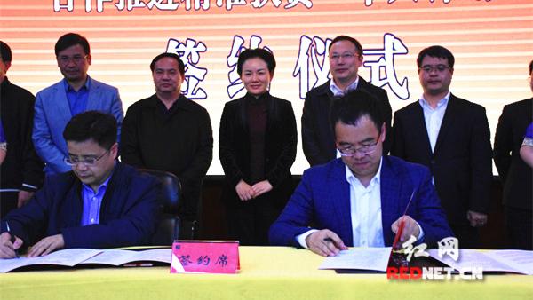 """永州与吉利集团签订精准扶贫""""千人计划""""合作协议"""