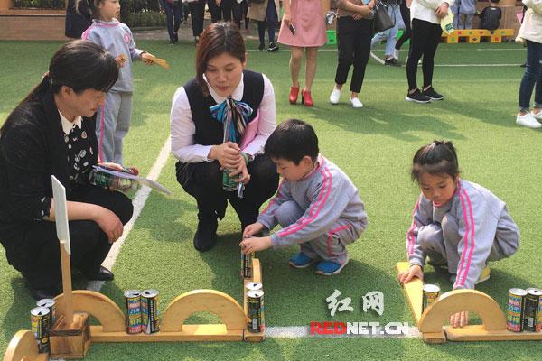 用游戏点亮孩子快乐童年 大班幼儿户外建构美
