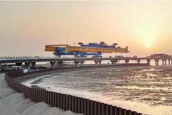 """""""中国桥""""技术科威特海湾架通途"""