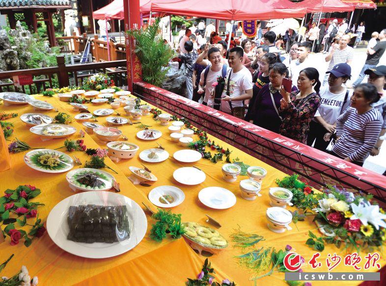 """火宫殿庙会""""五一""""假期献上美食和文化大餐"""