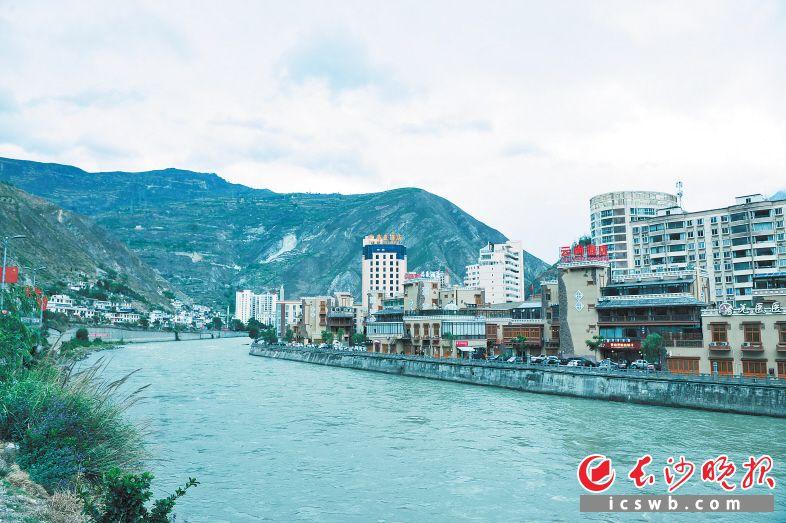 ↑2018年5月11日,面貌一新的汶川新县城。