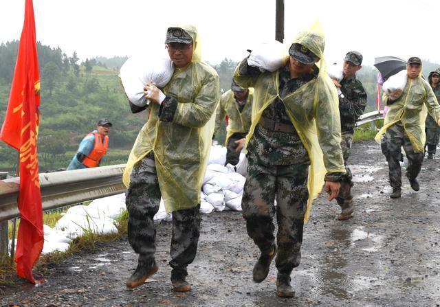 """抗洪抢险跨区支援,湖南300多人""""战斗""""在邵阳"""