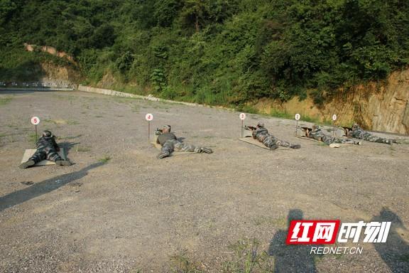 溆浦县人防办开展准军事化训练