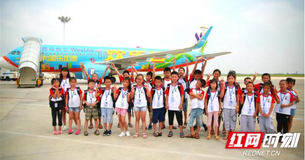 湖南七大机场联动开展关爱留守儿童志愿活动