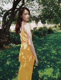 杨之楹浪漫美照曝光 秀长腿展少女甜美魅力