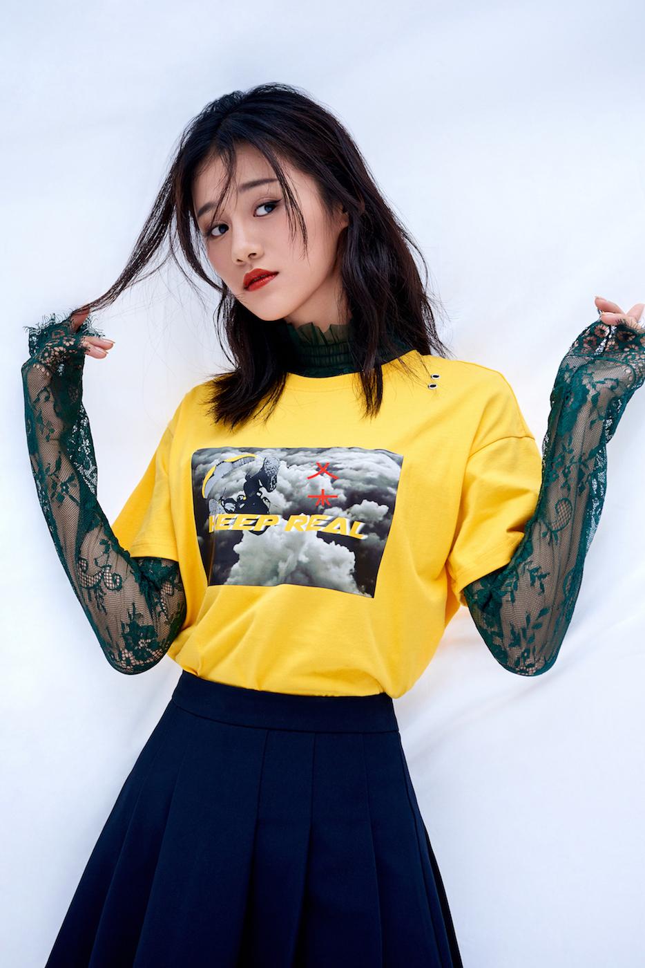 安悦溪俏皮写真曝光 展花式少女力