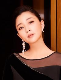 """殷桃最新时尚大片曝光 曲线优美如""""黑天鹅"""""""