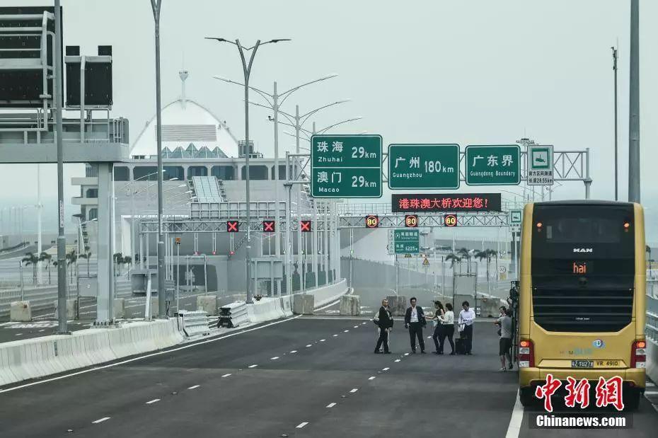 一桥飞架三地:港珠澳大桥开通,世界之最,中国骄