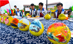 Cultural creativity on honey pomelo in Jiangyong county