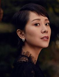 海清森林大片演绎秋日优雅 复古蕾丝托衬天鹅颈