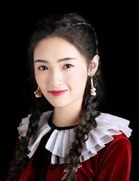 孙嘉琪初冬写真大片曝光 红丝绒双马尾演绎俏皮少女