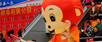 """六旬大伯赢得动感单车 """"公益体彩 赢在社区""""郴州站乐翻全场"""