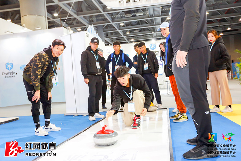 广州体育两博会现场 红网体育对话三只熊