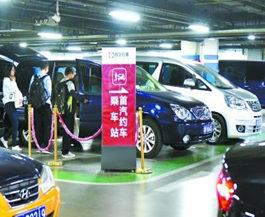 出站排队停车收费合规车少 网约车进火车站积极性不高