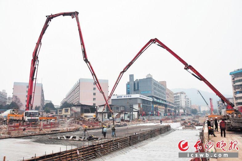 长沙地铁4号线阜埠河站实现主体封顶 将于5月