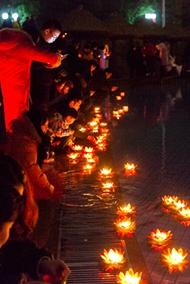 世界之窗元宵节上演千手观音祈福灯会