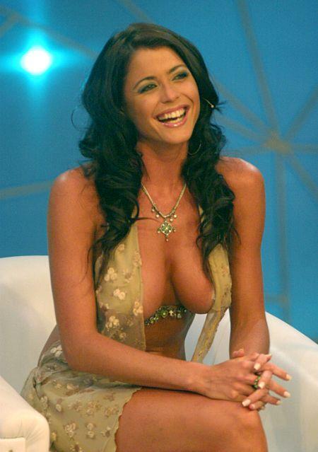图:印度美女主播袒胸露乳