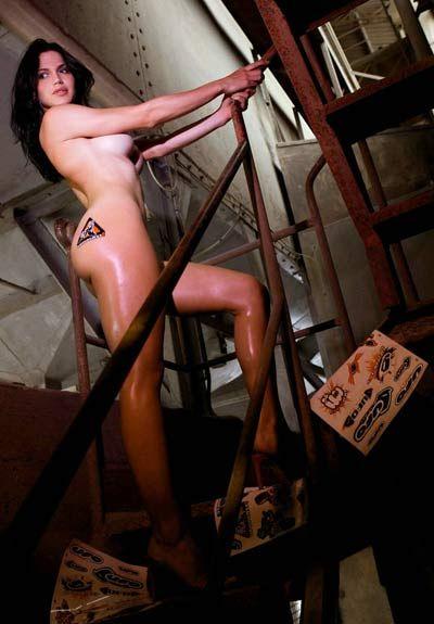 图:为谋生计!体育电视台美女主持拍裸体写真
