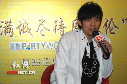 周杰伦歌迷见面会_人民网台湾歌星周杰伦在青岛琴球歌拳倾倒歌迷