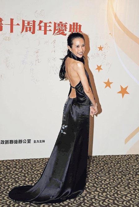 中国女星露黑森林