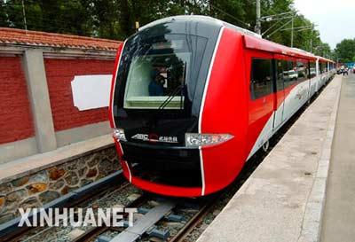 客车股份有限公司下线.该车将首次实现中国城轨车辆自动无人高清图片