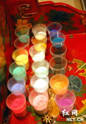 """长沙/这是石头磨成的粉末——""""坛城沙画""""的原料,出自西藏"""