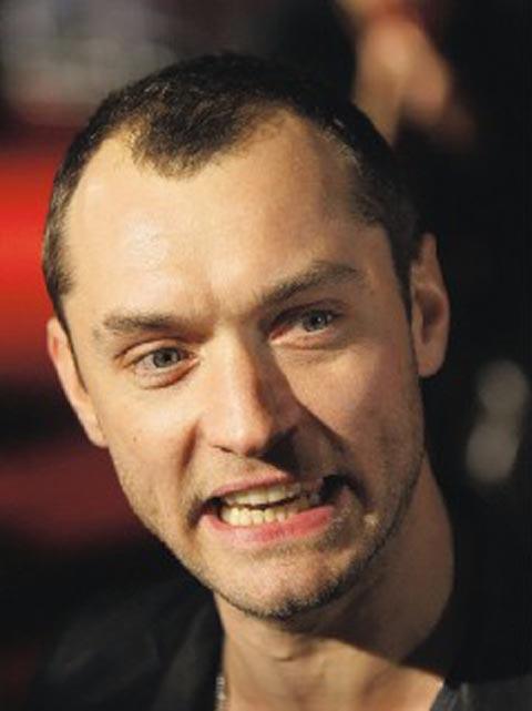 图:裘德-洛面临秃头危机 发际线已退至头顶