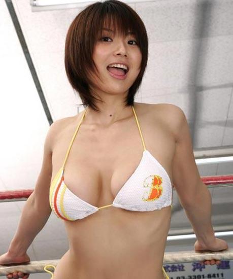 日本重口味画卷《屁合战绘卷》:用放屁打仗图