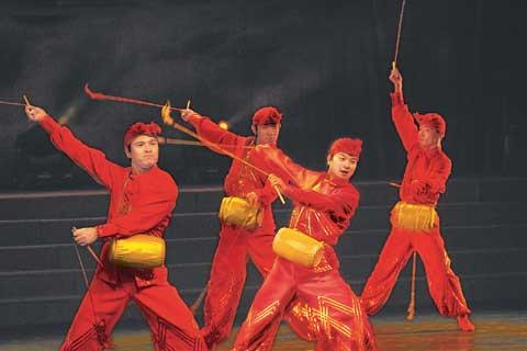 演出.图为中国东方歌舞团在进行精彩表演.本报记者张京明摄)-