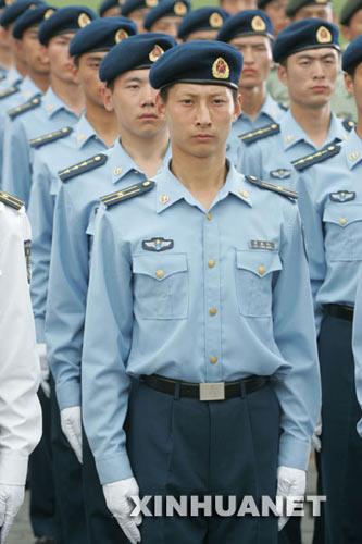 兵今夏全部换发07式新军装图片