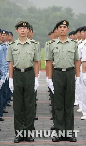 解放军全军士兵今夏全部换发07式新军装