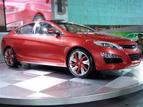 跑车的轴距加长了113毫米,   宝马新款四门轿跑车   汽车优雅高清图片