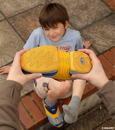 这种神奇的鞋子的鞋底可以根据需要伸长