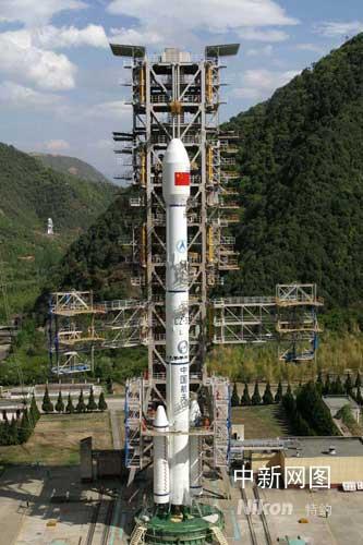 """中国成功发射首颗中继卫星""""天链一号○一星"""""""