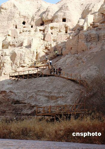 """是新疆现存最古老的维吾尔族村落,有""""民俗活化石""""之称."""